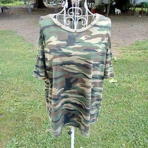 FOREVER 21 Cold Shoulder Camo T-shirt M